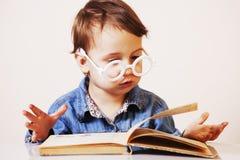 Ребенок девушки подготавливает для экзамена юмористическое изображение Sc Стоковое Фото