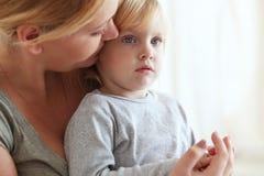 ребенок ее мать стоковая фотография
