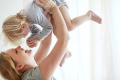 ребенок ее мать стоковые фото