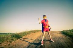 Ребенок действуя как супергерой Стоковое Изображение RF