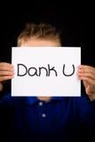 Ребенок держа знак с голландцем формулирует промозглый u - спасибо Стоковое Изображение
