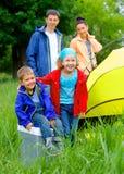 Ребенок лета располагаясь лагерем в шатре Стоковое фото RF