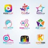 Ребенок детей для логотипа искусства и летнего лагеря vector установленный дизайн Стоковое фото RF