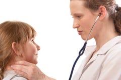 Ребенок женского доктора рассматривая Стоковые Фотографии RF