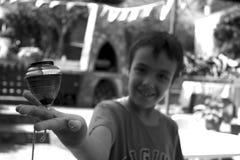 Ребенок играя верхнюю часть Стоковые Фотографии RF