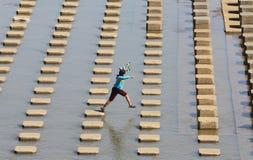 Ребенок играя воду в Ce Colo Nguter Sukoharjo воды запруды Стоковые Фотографии RF