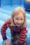 Ребенок играя в замке прыжока Стоковое Фото