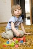 ребенок играя игрушки Стоковая Фотография