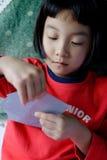 ребенок играя покер Стоковое фото RF