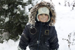 ребенок играя снежок Стоковое фото RF