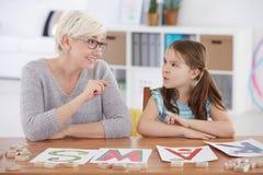 Ребенок изучая алфавит с учителем Стоковые Изображения
