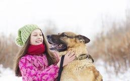 Ребенок и собака девушки Стоковые Изображения