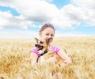 Ребенок и собака стоковая фотография rf