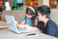 Ребенок и технология стоковое изображение