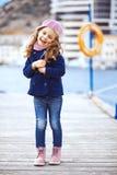 Ребенок идя в город Стоковые Изображения RF