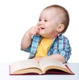 ребенок книги меньшяя игра стоковое изображение rf