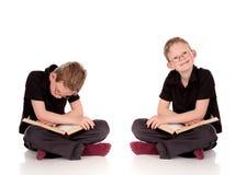 ребенок книги представляет различных детенышей Стоковые Фото