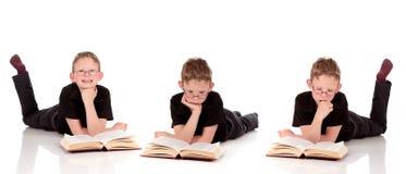 ребенок книги представляет различных детенышей Стоковое Фото
