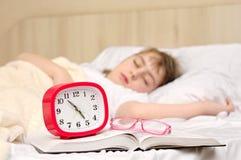 ребенок кровати Стоковые Фотографии RF