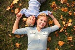 ребенок лежит мать Стоковые Изображения RF