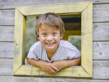 Ребенок, мальчик играя на спортивной площадке children's Стоковые Изображения