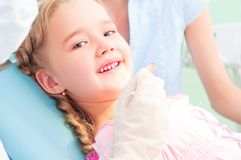 Ребенок навещает дантист Стоковое Фото