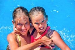 Ребенок на водных горках в aquapark Стоковая Фотография RF
