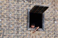 Ребенок на деревянном доме в Vung Tau, Вьетнаме Стоковое Изображение RF