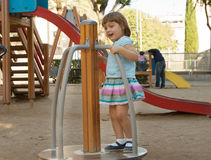 Ребенок на спортивной площадке Стоковые Изображения RF