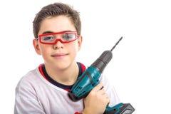 Ребенок нося красные изумлённые взгляды и держа бесшнуровое сверло Стоковое фото RF