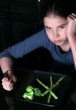 ребенок отказывая овощи стоковое изображение