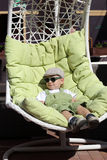 Ребенок отдыхая в lounger солнца Стоковое фото RF