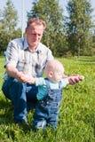ребенок папа идет учит к Стоковые Фото