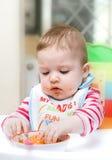 ребенок подавая стоковое изображение rf