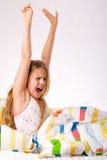 ребенок протягивая детенышей Стоковые Изображения