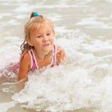 ребенок пляжа счастливый стоковые фото
