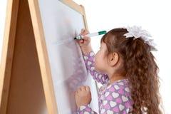 Девушка рисует на борту, крыто стоковые фотографии rf