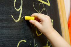 ребенок рисует стоковая фотография rf