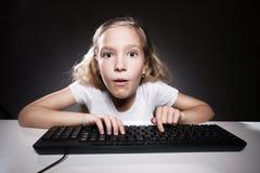 Ребенок смотря компьютер Стоковое Фото