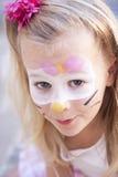 Ребенок с краской стороны кота Стоковые Фото
