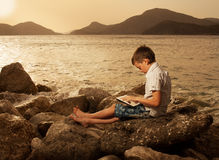 Ребенок с планшетом Стоковое Фото