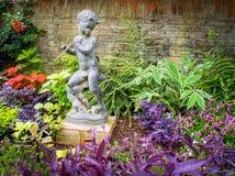 Ребенок с статуей рожков Стоковое Фото