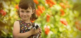 Ребенок с щенком Стоковые Фотографии RF