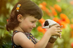 Ребенок с щенком Стоковая Фотография