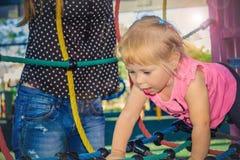 Ребенок дуря в спортивной площадке Стоковое фото RF