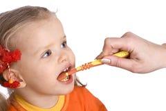 ребенок щетки очищает зубы одного s стоковое изображение