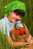 ребенок ягод корзины Стоковые Фотографии RF
