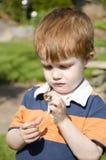 Ребенок ammazed мрамором Стоковые Изображения