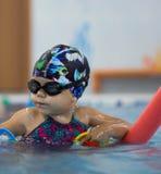 Ребенок Foating с лапшами стоковое изображение rf