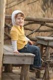 ребенок outdoors играя Стоковые Изображения